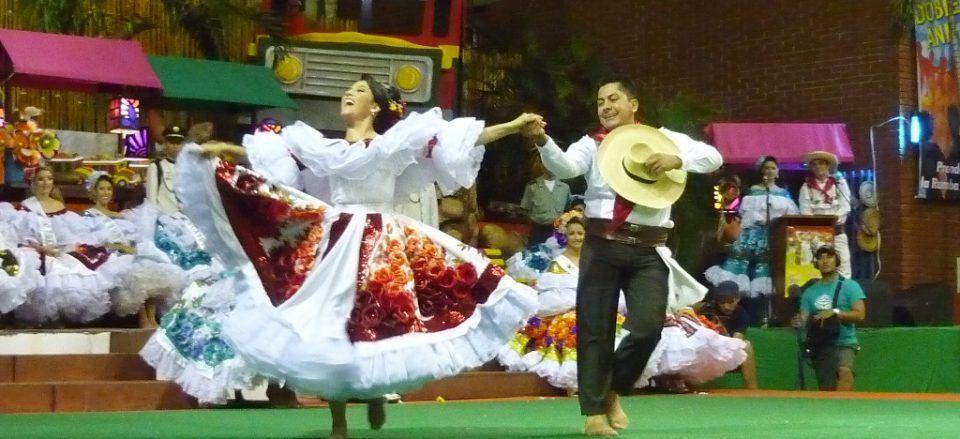 LOS BAILES MAS TIPICOS DE COLOMBIA