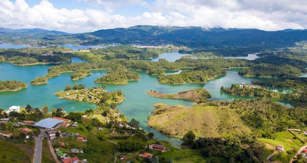 El PEÑOL Y GUATAPÉ MEDELLÍN LAGOS